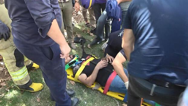 Sultangazi'de kapkaççıları kovalarken kaza yaptı