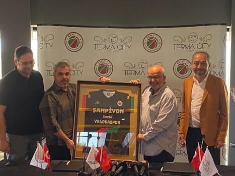 Karaderili Şirketler Grubu Semt 77 Yalovaspor'a sponsor oldu