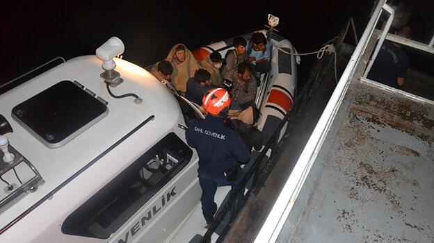 Van Gölü'nde şişme botta 60 kaçak göçmen yakalandı