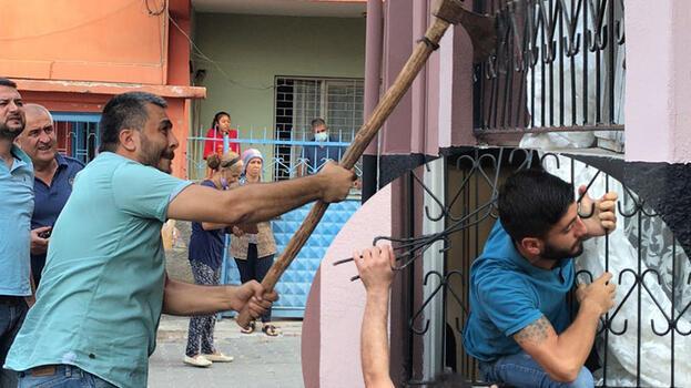 Adana'da dehşet evi! Polis baltayla kırıp içeriye girdi