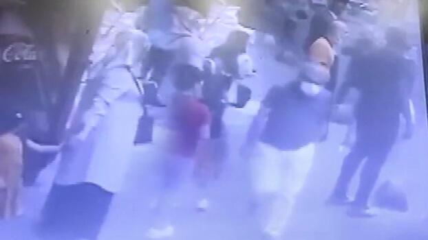 Yaraladığı eşini kucağında hastaneye götürdü!