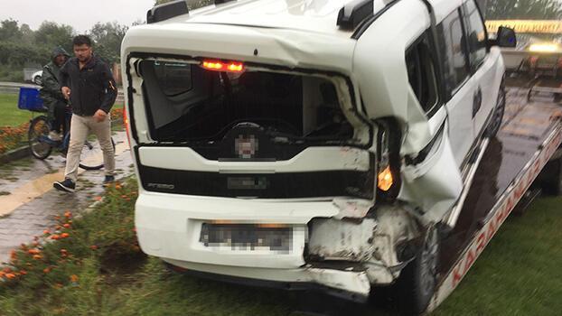 Samsun'da hafif ticari araç yol kenarındaki genç kıza çarptı