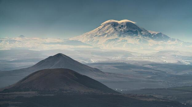 Elbruz'dan inemeyen 5 dağcı öldü