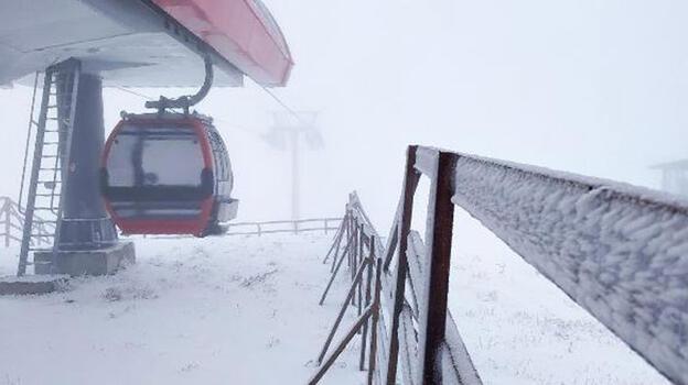 Erciyes beyaza büründü, ilk kardan adam yapıldı