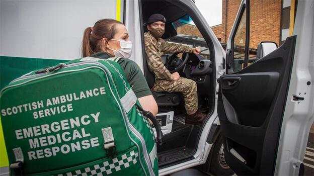 İskoçya'da ambülans direksiyonlarının başına askerler geçiyor