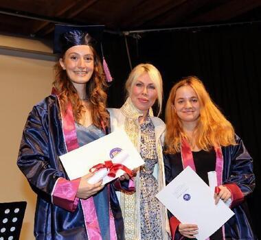 AÜ Konservatuvarı'nda mezuniyet sevinci