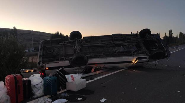 'Kız isteme' yolunda kaza! Devrilen minibüsteki 17 kişi yaralandı