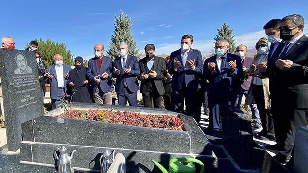 Neşet Ertaş, Kırşehir'deki mezarı başında  anıldı