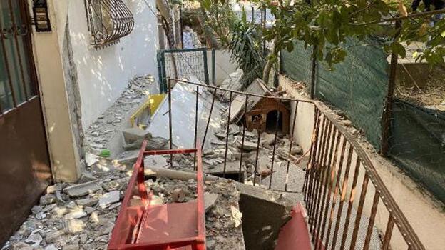 Kadıköy'de 2 balkon gürültüyle çöktü; mahalleli sokağa döküldü