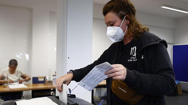 Almanya'daki seçimlerde bazı oy pusulalarında sıkıntı yaşandı