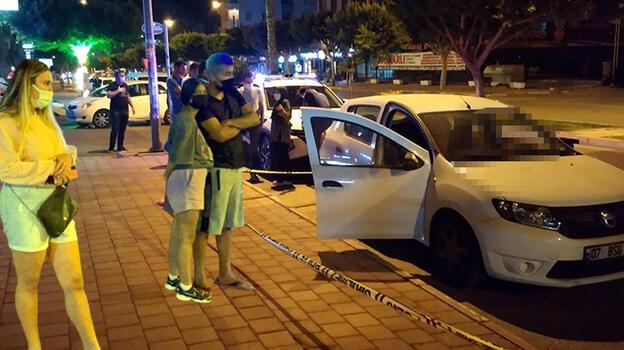 Otomobilde ölü bulundu... Görmek için yarıştılar!