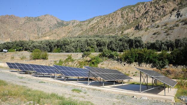Köylülerin sulama sıkıntısı güneş panelli sistemle sona erdi