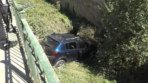 Otomobil sulama kanalına uçtu, sürücü yaralandı