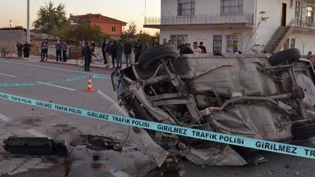 Otomobil, hafif ticari araca çarptı: 1 ölü, 1 yaralı