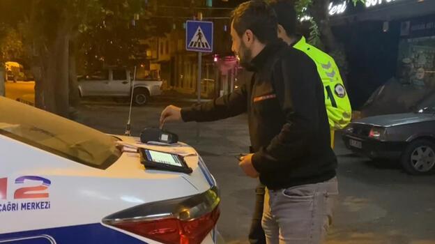 Ehliyetsiz ve alkollü sürücü cezayı ödemek için kartını alkolmetreye tuttu