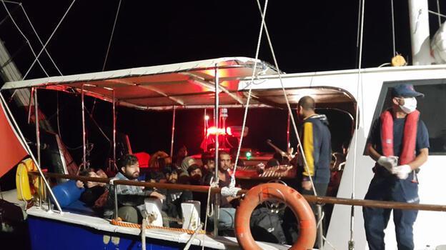 Çanakkale açıklarındaki yelkenli teknede 193 göçmen yakalandı