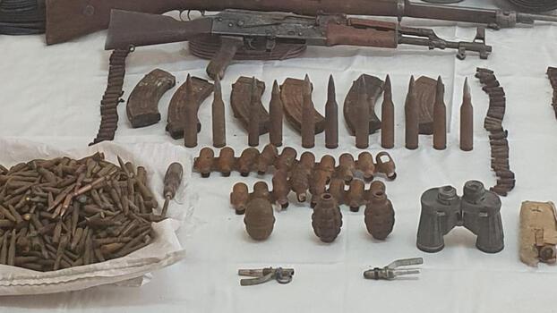 Hakkari'de bir mağarada silah, mühimmat ve patlayıcı ele geçirildi