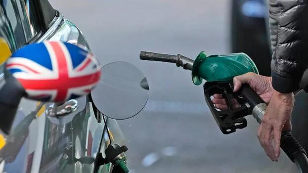 Eski Başbakan'dan İngiltere için korkutan 'yakıt' uyarısı