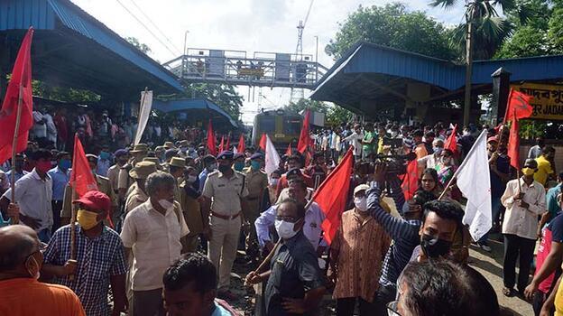 Hindistan'da çiftçi protestosunda facia! 8 kişi öldü