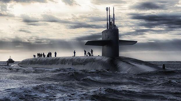ABD denizaltısı Pasifik'te 'bilinmeyen bir cisme' çarptı