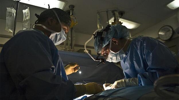 Dünyada ilk! Hastaya nakledilecek akciğer drone ile taşındı