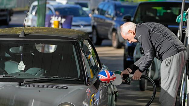 İngiltere'de bazı bölgelerde benzin istasyonlarının yüzde 10'unda yakıt yok