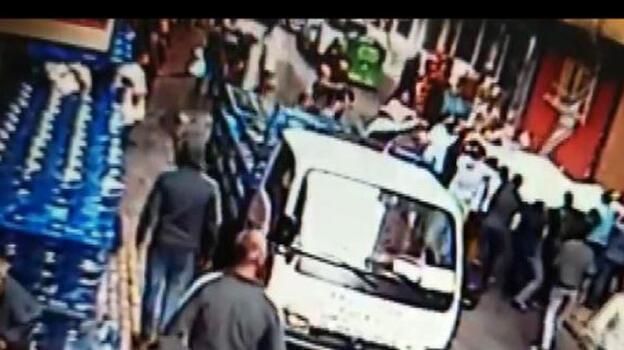 Esenler'de can pazarı! 3'ü çocuk 4 kişi çarşafla atladı