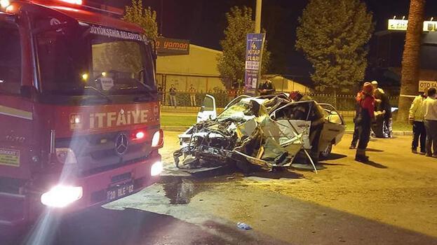 Otomobil köprü ayağına çarptı! 2 kişi hayatını kaybetti