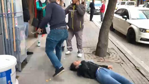 Eskişehir'de isyan ettiren olay! Sevgilisini sokak ortasında dövdü