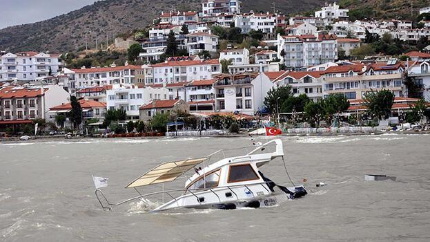 Datça'da fırtına! 1 tekne battı
