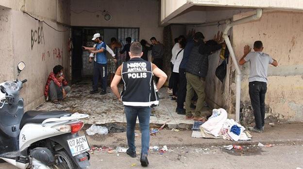 Antalya'da özel harekatlı uyuşturucu operasyonu