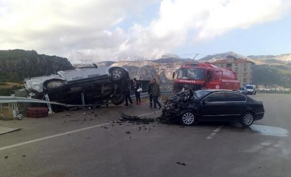 Eğirdir'de trafik kazası: 3 yaralı