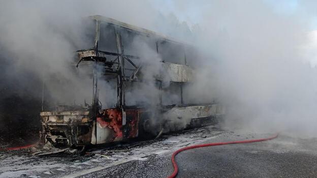 Düzce'de 2 katlı yolcu otobüsü, alev alev yandı