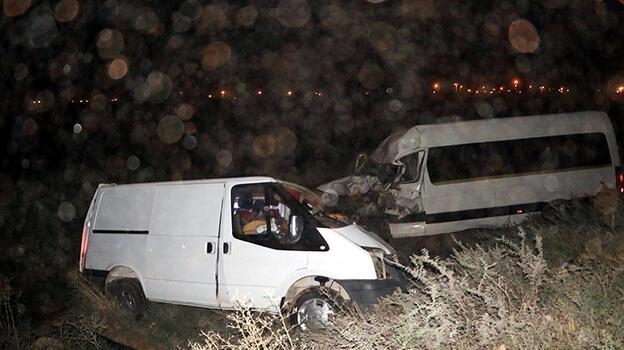 Öğretmenlerin bulunduğu minibüs kaza yaptı! 10 yaralı var