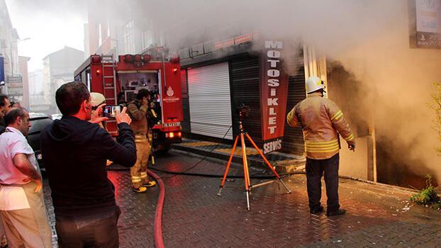 Kağıthane'de iş yeri yangın! Vatandaşlar sokağa döküldü
