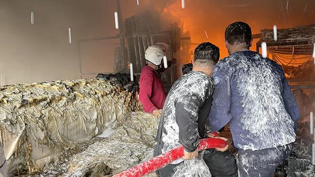 Son dakika... Fethiye'de sera naylonu satan iş yerinde yangın! 4 saatte söndürüldü