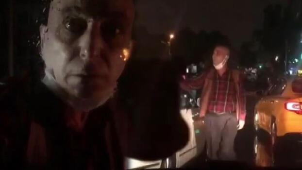 Taksici dehşet saçtı! Otomobilin camını yumruklayıp, küfürler yağdırdı
