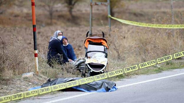 Bu acıya yürek dayanmaz! Ailesinin yanında otomobil çarptı