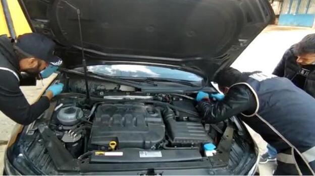 Otomobilin motorunda bulundu! Çorap içinde saklamışlar