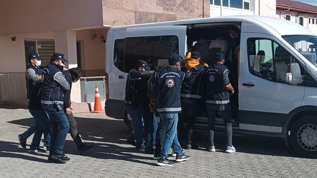 Van'da göçmen kaçakçılığı! 18 şüpheli hakkında işlem yapıldı