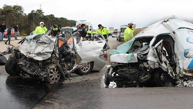 Son dakika... Balıkesir-Çanakkale yolunda feci kaza! İki aracın sürücüsü öldü