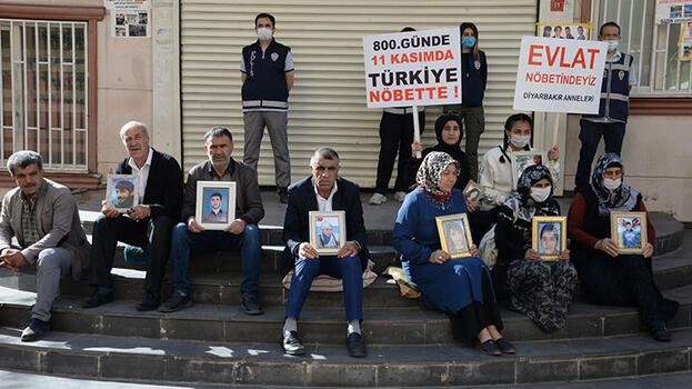 HDP önündeki anne: Evladımı almadan buradan kalkmayacağım