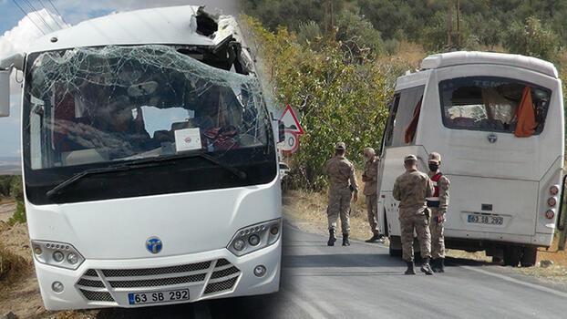 TIR'daki briketler, askeri personel taşıyan midibüsün üzerine düştü! Yaralılar var
