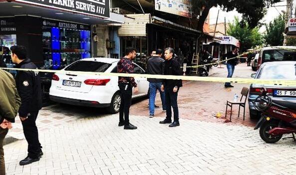 Turgutlu'da silahlı, bıçaklı alacak kavgası: 2 yaralı