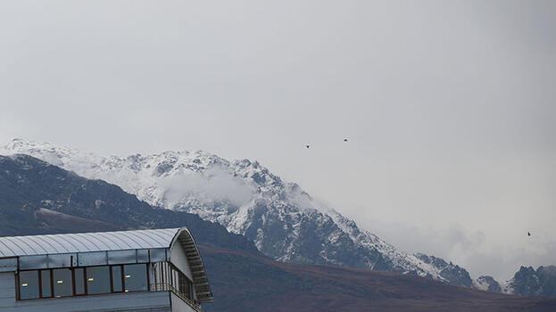 Van'da Erek Dağı'na mevsimin ilk karı yağdı