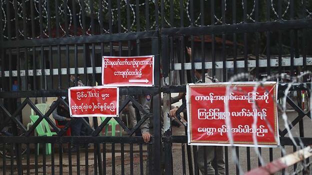 Myanmar'da yüzlerce mahkum serbest bırakıldı