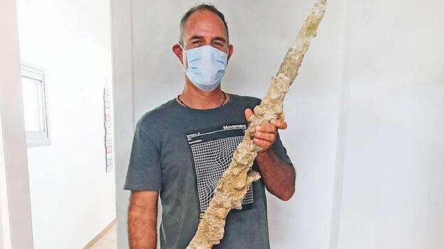 Akdeniz'de Haçlılardan kalma kılıç bulundu