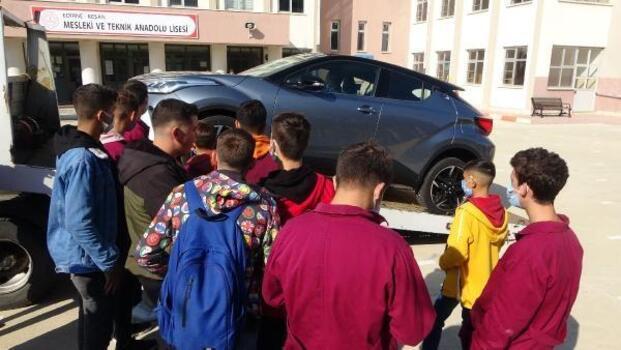 Meslek liseli öğrencilerin eğitimi için okula sıfır araç hibesi