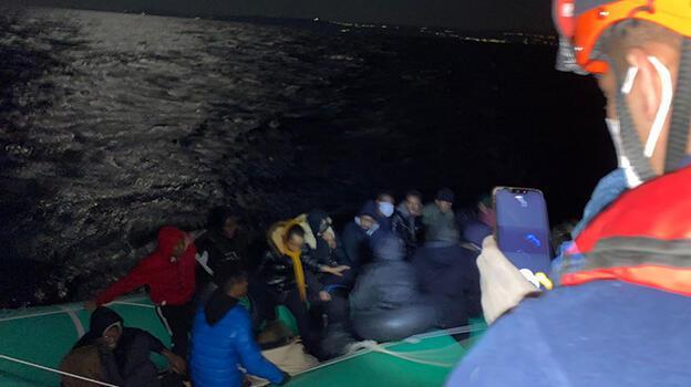 Türk kara sularına itilen 27 düzensiz göçmen kurtarıldı