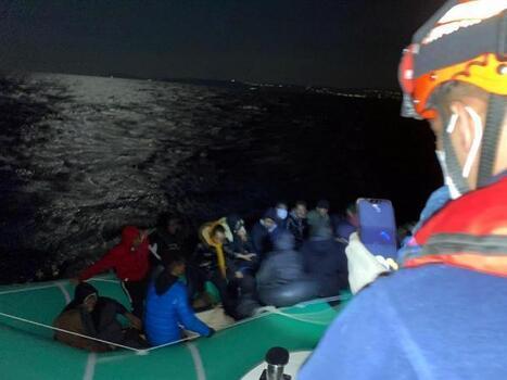 Çeşme'de 27 kaçak göçmen yakalandı